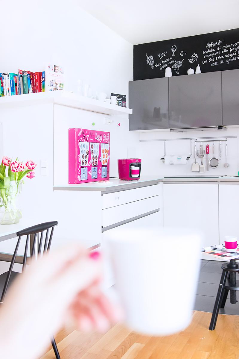 kaffee kapseln diy coolen kapselhalter selber bauen im look eines kaugummi automaten. Black Bedroom Furniture Sets. Home Design Ideas